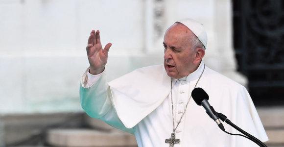 Popiežius abortą pasirenkančias moteris lygina su samdomomis žudikėmis