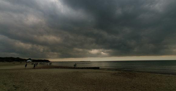 Artimiausių dienų orai – kaip amerikietiški kalneliai: nuo vasariško karščio iki škvalo ir krušos