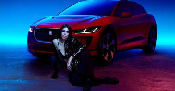 """""""Jaguar"""" ir Dua Lipa elektrinio """"I-PACE"""" vairavimo potyrius perkėlė į savo naują kūrinį"""