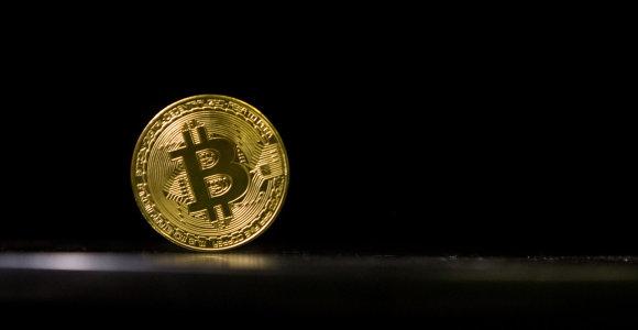 Bitkoinui rinka nurėžė dar 15 proc. vertės – kainuoja 4500 dolerius