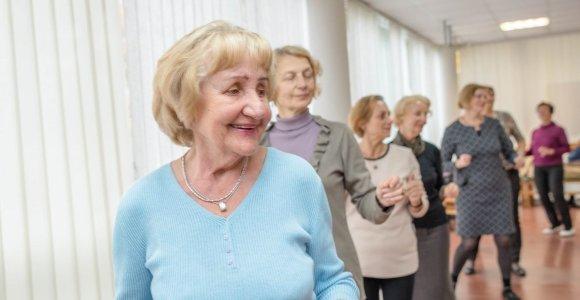Senjorams padedančios organizacijos kviečia aplankyti ir nudžiuginti savo senelius
