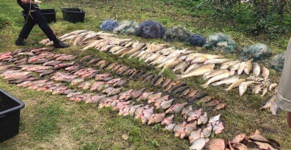 Žvejybos Kauno mariose ir Atmatoje kaina – dvi guminės valtys, tinklai ir apie 7100 eurų