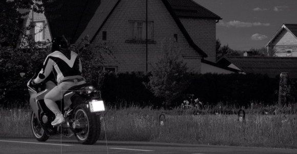 """Savaitės """"rekordininkas"""" – per Gudienos kaimą 134 km/val. greičiu praskriejęs motociklininkas"""