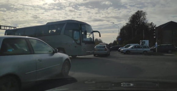 Didelėje Vilniaus sankryžoje – nemenkos problemos: avarija su sunkvežimiu ir neveikiantys šviesoforai