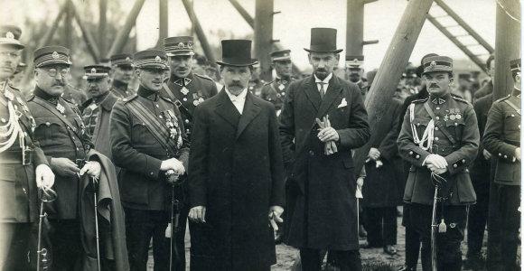 Nuo raitelių iki radijo: kuo įdomios buvo tarpukario Lietuvos prezidentų inauguracijos?