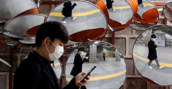 Pietų Korėjoje sparčiai populiarėja programėlės, įspėjančios apie koronavirusą