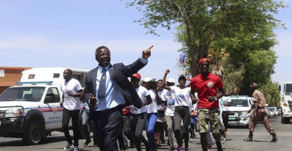 Namibijos valdančioji partija rinkimuose susiduria su beprecedenčiu iššūkiu