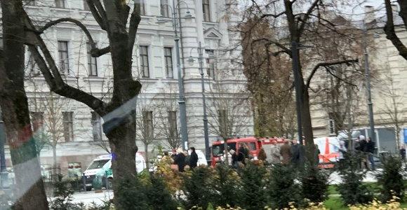 Neva užminuotas Vilniaus apygardos teismas ir nuodingi laiškai: evakuota 300 žmonių
