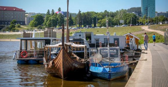Atgijusioje Neryje – baržų ir laivų gausa: ar visi jie puošia Vilnių?