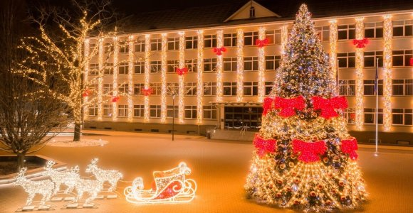 Įžiebta nepralenkiama Širvintų Kalėdų eglė: ar pavyko neprarast karūnos?