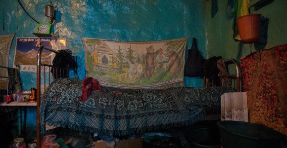 Lietuvės užfiksuota Kaukazo kalnų šeimos kasdienybė: svarbiausia – žiūronai ir tai, kas stovi tarp lovų