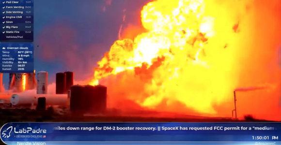 """Erdvėlaivio """"Starship"""" prototipas sprogo išbandant variklį"""