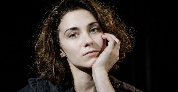"""Už pasišventimą teatrui """"Laisvės"""" skulptūra apdovanota aktorė I.Patkauskaitė"""