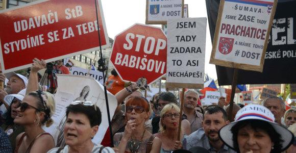 Čekijoje apie 100 tūkst. protestuotojų reikalavo premjero atsistatydinimo