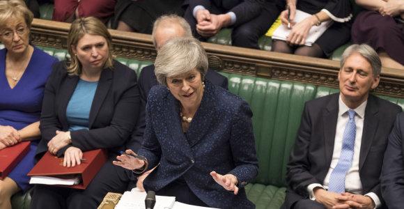 Britanijos premjerė Th.May ragina savo partiją palaikyti ją per balsavimą dėl nepasitikėjimo