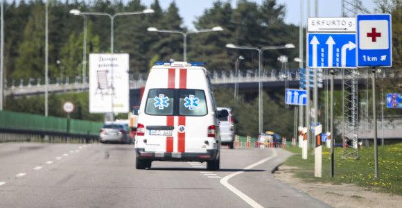 Smurtinis akibrokštas Vilniuje: viešoje vietoje nepilnametės talžė mažametes