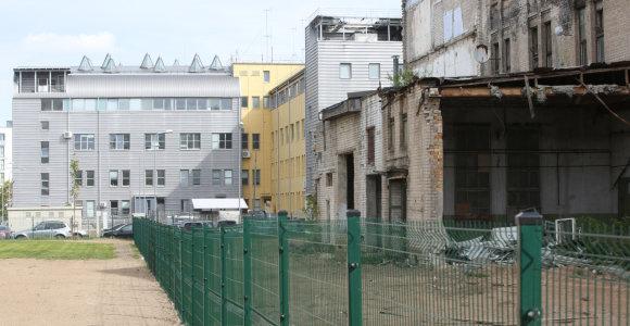 """Buvusios Vilniaus """"Grąžtų"""" gamyklos pastatas – avarinės būklės"""