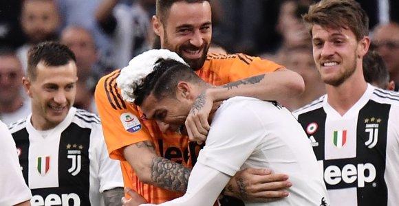 """""""Juventus"""" aštuntą kartą iš eilės tapo Italijos čempionu, C.Ronaldo įeis į istoriją"""