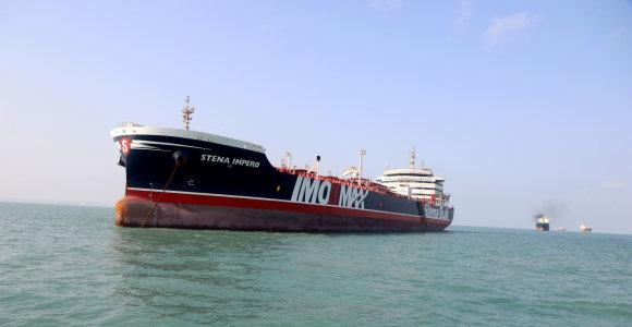 Irano paleistas JK registruotas tanklaivis artėja prie uosto Dubajuje