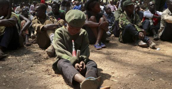 """""""Nužudžiau tiek žmonių, kad pamečiau skaičių"""": Pietų Sudano vaikai-kariai po karo nori gyventi"""
