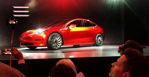 """BMW pajuto grėsmę: """"Tesla Model 3"""" bavarus stumia iš rinkos"""