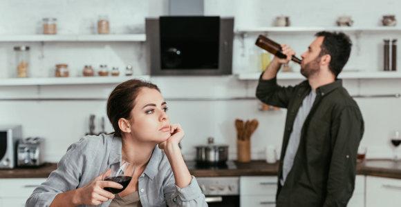 Priklausomybių ligų specialistė – kuo skiriasi piktnaudžiavimas alkoholiu ir priklausomybė: daugybė žmonių vaikšto peilio ašmenimis