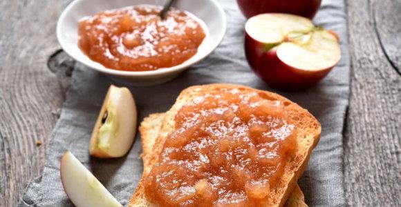 Konservavimo maratonas nesibaigia: skanėstai žiemai su obuoliais