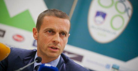 Daugiau nei po milijoną: UEFA ir FIFA atskleidė, kiek uždirba jų vadovai
