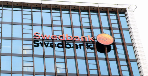 """Švedijos finansų priežiūros tarnyba atlieka tyrimą """"Swedbank"""" atžvilgiu"""