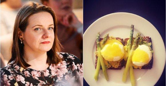"""""""Du Mėnuliai"""" receptas: Benedikto kiaušiniai su smidrais ir avokado trintiniu"""