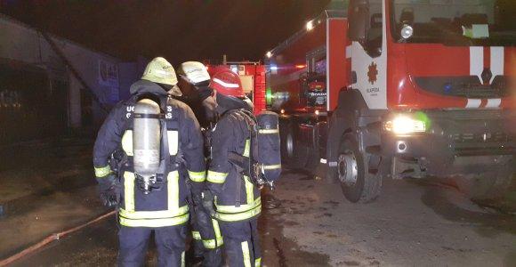 """""""Klaipėdos medienos"""" sandėlyje – gaisras, sprogimas"""