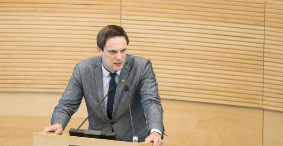 """Tiesa ar melas? Tomas Tomilinas: """"8 iš 10 žmonių Lietuvoje miršta nuo ligų, kurias sukelia alkoholis"""""""