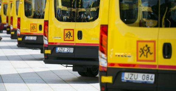 Mokykliniai autobusai nuo liepos galės nemokamai stovėti mokamose vietose
