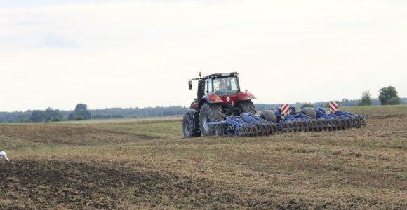Latvijoje griežtinami reikalavimai užsieniečiams, norintiems įsigyti dirbamos žemės