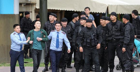 Kazachstane prieš opozicijos mitingą apie 30 žmonių skirtas areštas