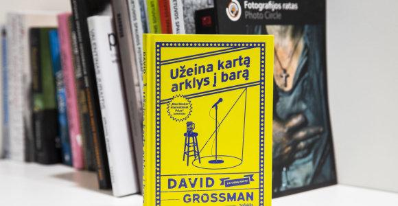"""Knygos recenzija. D.Grossmano """"Užeina kartą arklys į barą"""" – kuo serga visuomenės"""