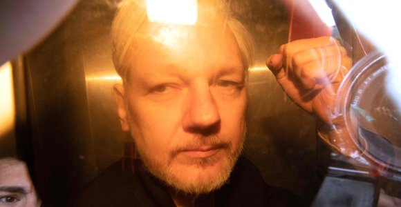J.Assange'o ekstradicijos prašymą nagrinėjantis JK teismas daro pertrauką iki gegužės