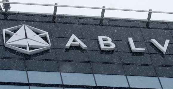 Latvijoje – aštuoni baudžiamieji tyrimai dėl įtariamo pinigų plovimo per ABLV banką