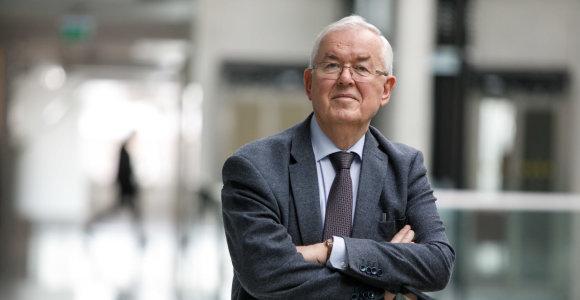 Prof. R.Kažys universitete – 54 metus: kaip siekė geros charakteristikos ir tyrinėjo ultragarsą