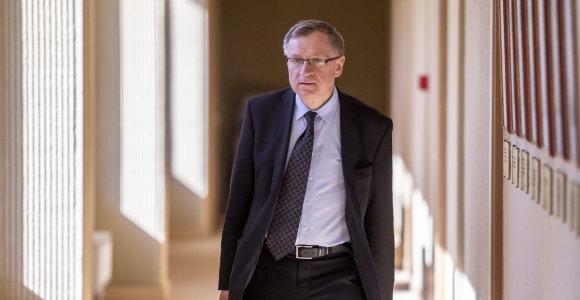 Iš Prancūzijos grįžęs E.Vareikis nepaisydamas rekomendacijų dalyvauja Seimo darbe