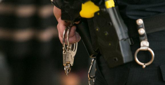 """Rumunijoje pareikšti kaltinimai 14 asmenų dėl """"vergais"""" paverstų vokiečių paauglių"""