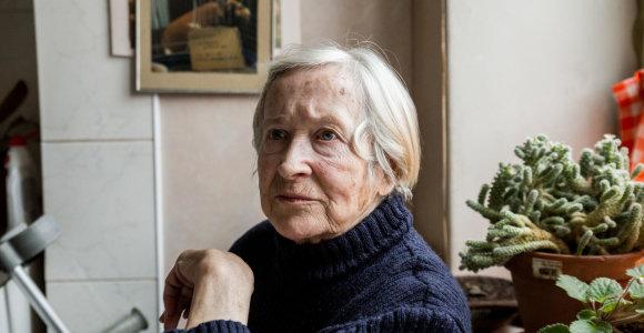 200 jaunuolių Kaune aplankė 100 senolių: 82-ejų Irena svajoja atsikratyti lazdos
