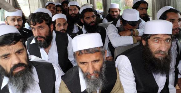 Afganistano vyriausybė paskutinę paliaubų dieną paleido 900 talibų kalinių