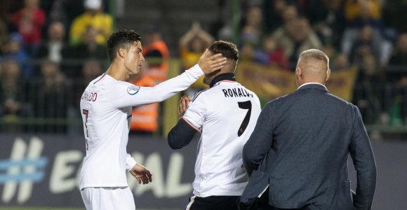 Už C.Ronaldo gerbėjo įbėgimą į aikštę UEFA skyrė baudą: LFF sprendžia, ką daryti
