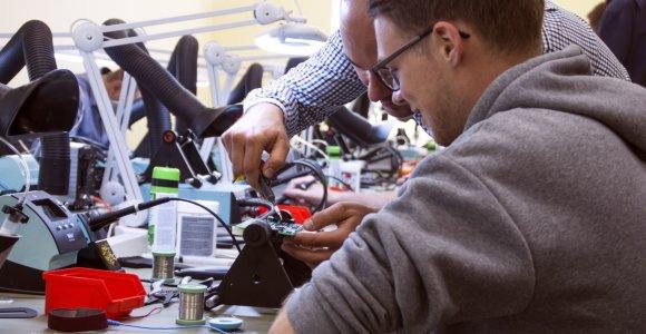 Kauno augimas kelia atlyginimus inžinerijos specialybių absolventams