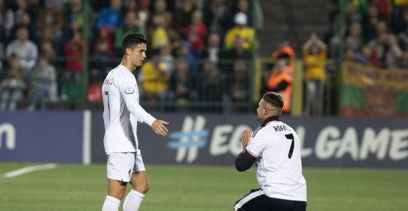 Kas sumokės baudą dėl Cristiano Ronaldo gerbėjo įsiveržimą – LFF, sirgalius ar apsauga?