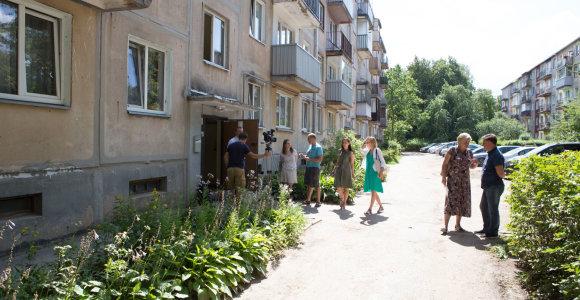 Kaune iš avarinės būklės daugiabučio evakuoti gyventojai grįžta namo