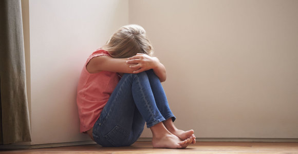 Iš namų pabėgusios paauglės pateko į grobuonių rankas: prišertos narkotikais susigundė vilionėmis