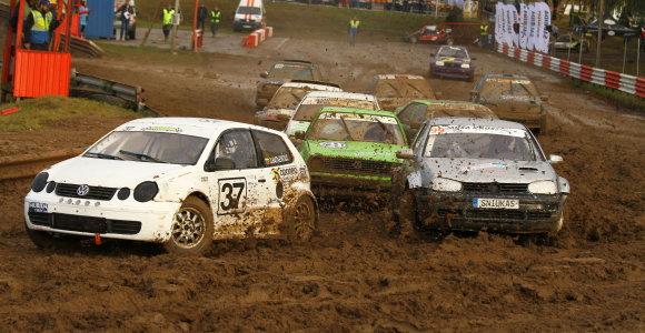 Marijampolėje prasidėjo autokroso sezono finalas: dalyviams išbandymą pateikė trasa