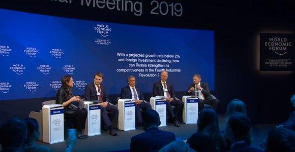 """Rusai """"apšvietė"""" Davosą: sankcijos jų beveik neveikia, ir šiaip viskas gerai"""